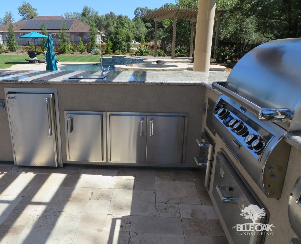 blue-oak-landscaping-custom-outdoor-kitchen